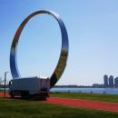 """重器助力""""荣马"""",呈现中国最高颜值马拉松赛道。"""