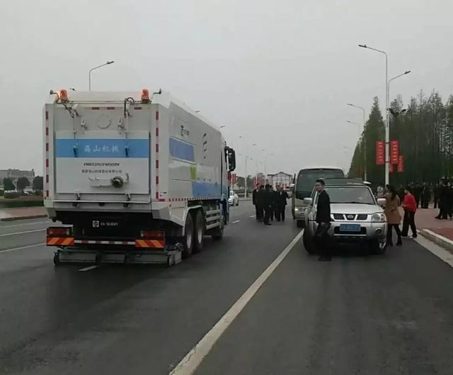"""深度道路污染清除车亮相新郑 让道路""""一尘不染""""献力拜祖大典"""